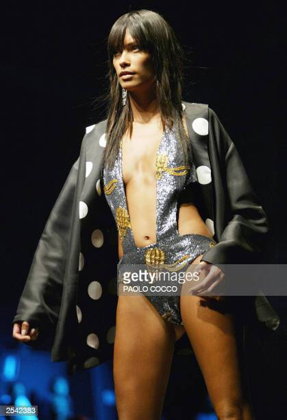 Brazilian model Fernanda Lessa displays an outfit by Blunauta collection during Milan's 2004 Spring/Summer fashion week 28 September 2003 The Milan...