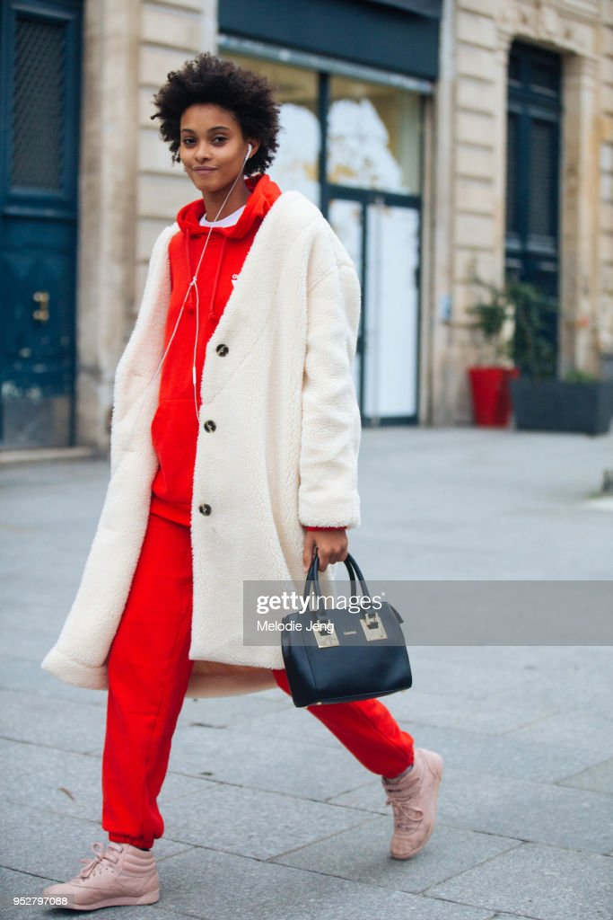 Street Style -Paris Fashion Week -Haute Couture Spring/Summer 2018 : Day Three : News Photo