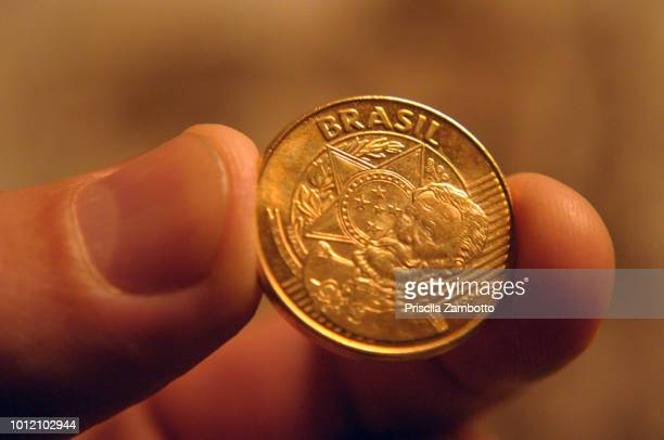brazilian money - negócios finanças e indústria - fotografias e filmes do acervo