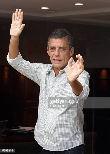 Brazilian musician and writer Chico Buarque poses during the presentation of his third book 'Budapest' 23 May 2005 in Barcelona AFP PHOTO/LLUIS GENE