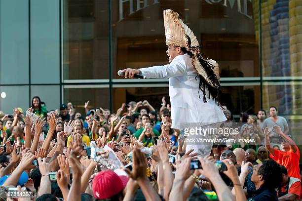 Brazilian musician Carlinhos Brown performs during the 26th Annual Brazilian Day Festival on a stage on W 44th Street across 6th Avenue New York New...