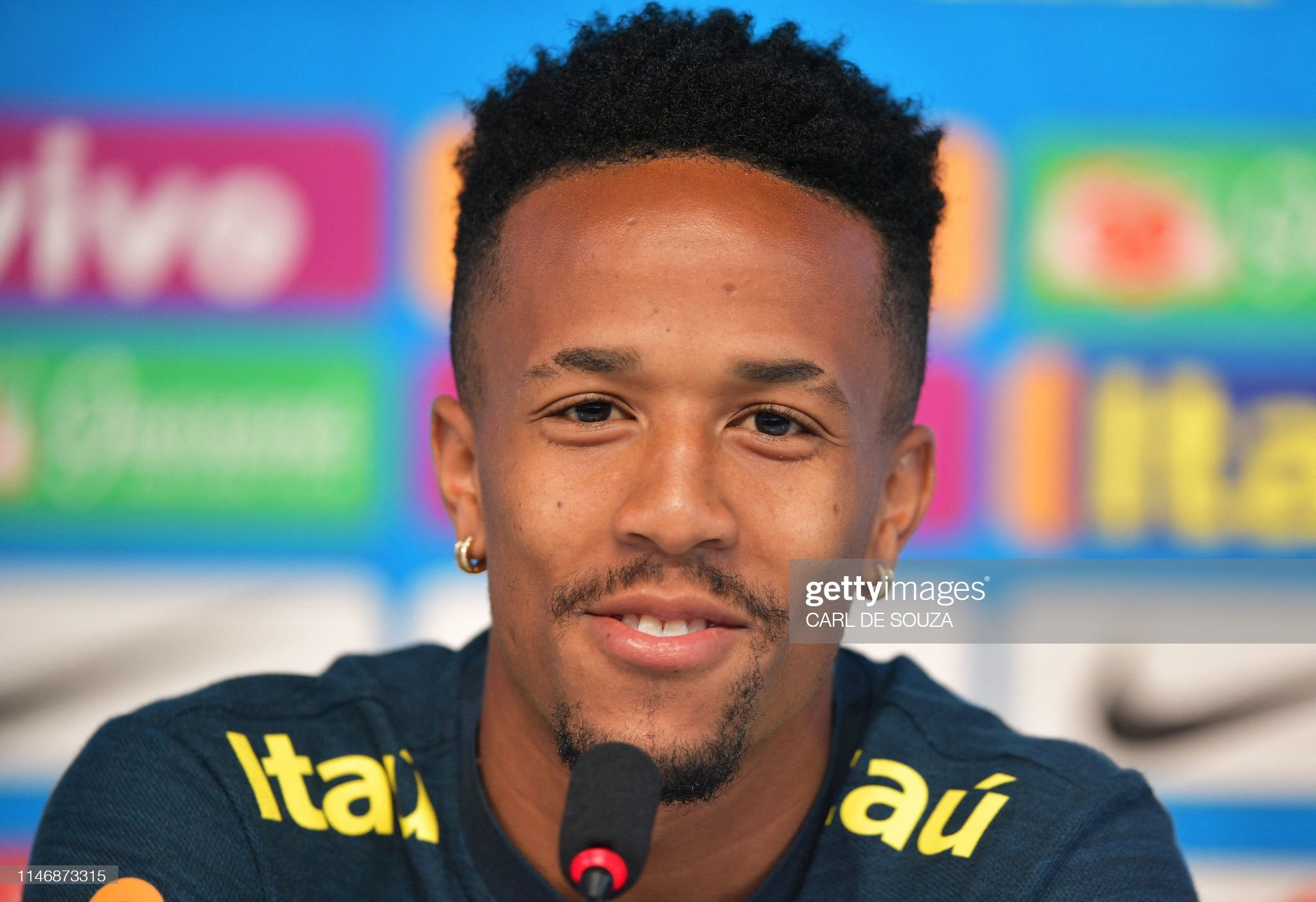 ¿Cuánto mide Eder Militao? - Real height Brazilian-national-football-player-eder-militao-speaks-during-a-press-picture-id1146873315?s=2048x2048