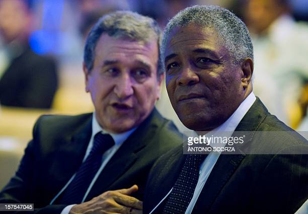 Brazilian national football team technical coordinator Carlos Alberto Parreira talks to Colombian football coach Francisco Maturana during the...