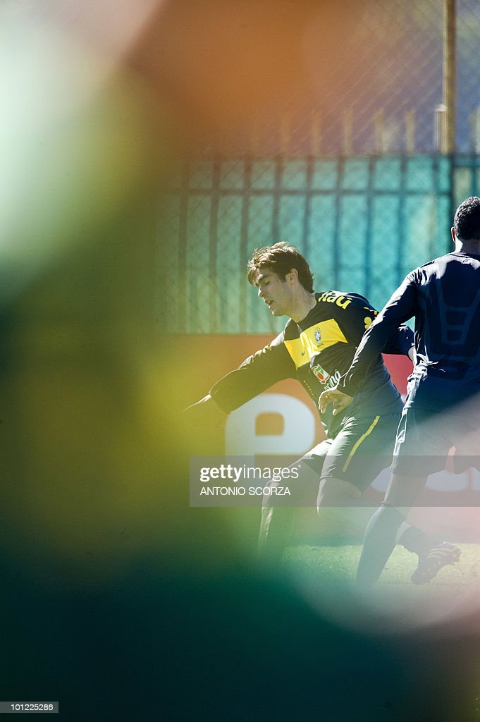 Brazilian national team football foward Kaka (C) takes part in a practice session on May 28, 2010 in Johannesburg ahead of the June 11 to July 11 FIFA World Cup in South Africa.
