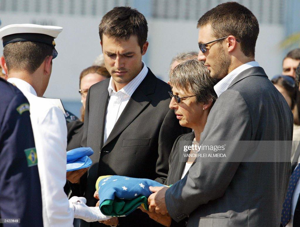 A Brazilian Navy cadet (L) gives to slai : News Photo