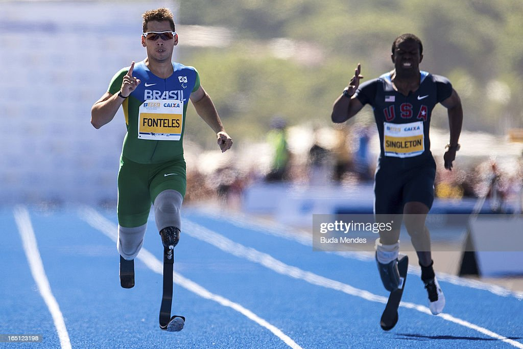 Brazilian Paralympic gold medallist Alan Fonteles runs to win the 'Mano a Mano' Men's 150m challenge on Copacabana beach on March 31, 2013 in Rio de Janeiro, Brazil.