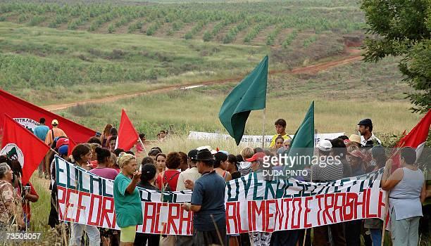 "Brazilian peasants members of ""Via Campesina"" , a landless peasants' organization, invade 06 March, 2007 the 2.000 hectares big Taruma farm, property..."