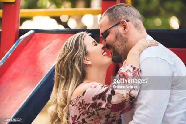 menschen in brasilien - blond mollig frau stock-fotos und bilder