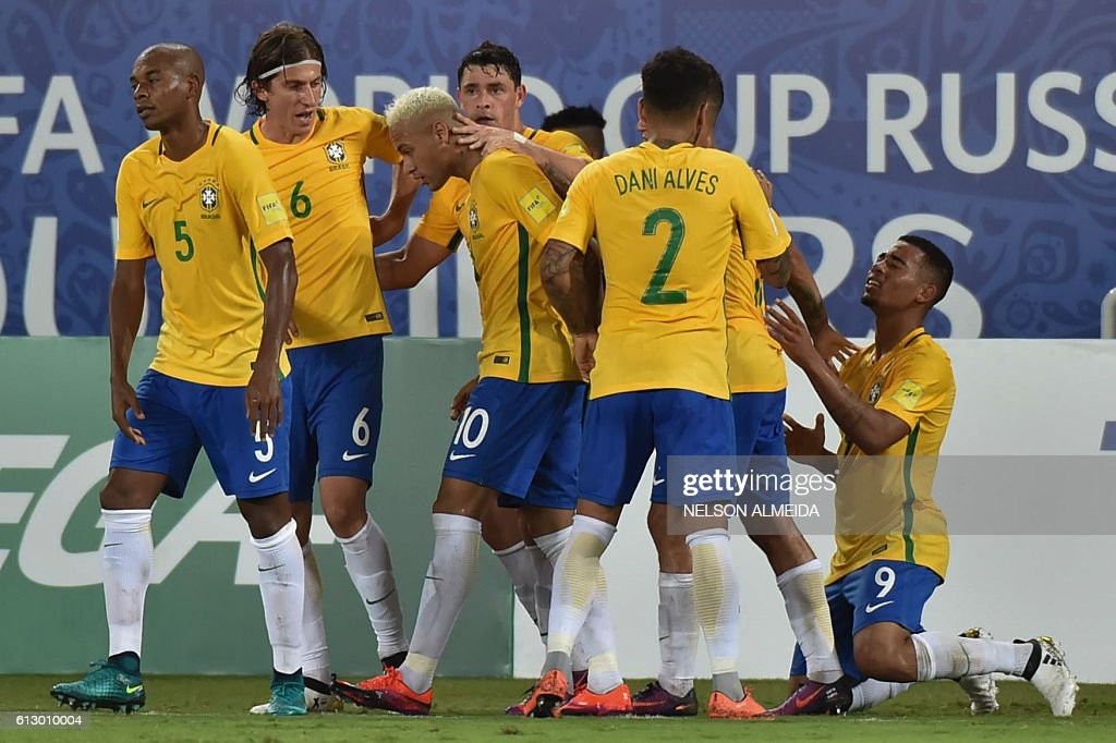 Brazilian players celebrate after scoring against Bolivia during their Russia 2018 World Cup football qualifier match in Natal, Brazil, on October 6, 2016. / AFP / Nelson ALMEIDA