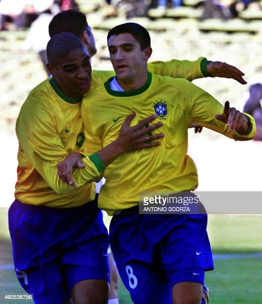 Brazilian players Fernando and Robert celebrate 20 June 2001 their goal against Iraq during a game for the 2001 Argentina Under20 World Championship...