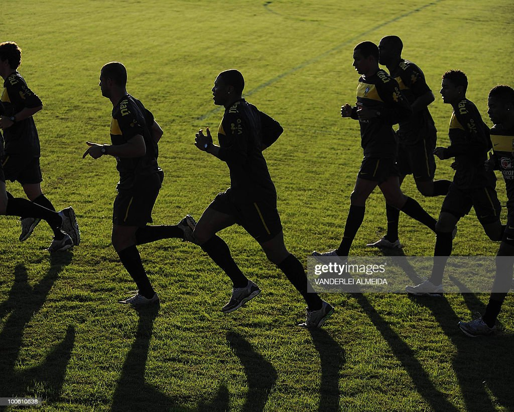 Brazilian players jog during the last day their traning for the FIFA WC South Africa 2010, in Curitiba, southern Brazil on May 25, 2010.