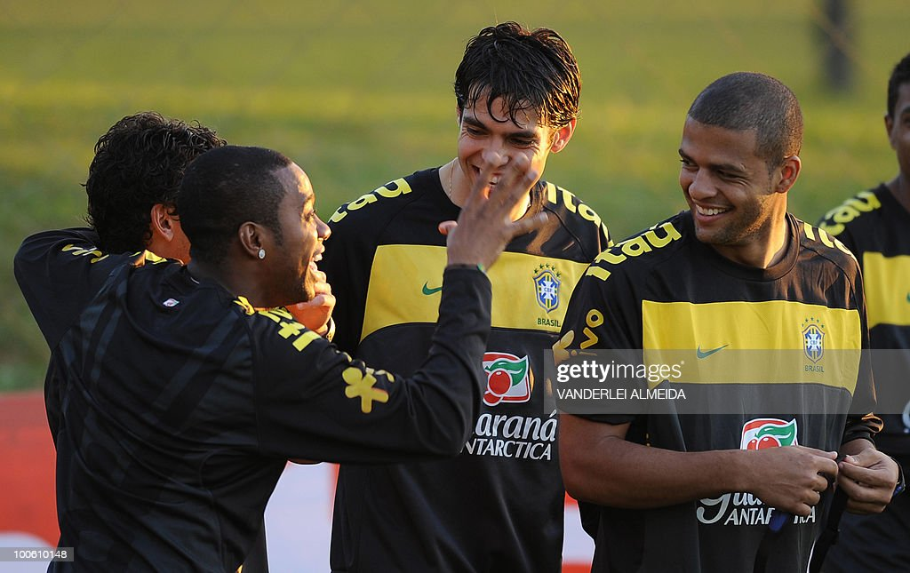 Brazilian players (L to R) Robinho, Kaka and Felipe Melo joke during the last day their traning for the FIFA WC South Africa 2010, in Curitiba, southern Brazil on May 25, 2010.