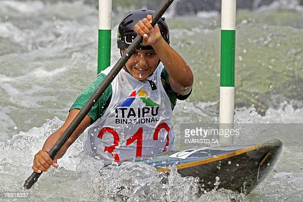 Brazilian Poliana de Paula competes during the women's K1 qualifiers of the 2007 Slalom World Championships at the Itaipu Hydroelectric Power Plant...