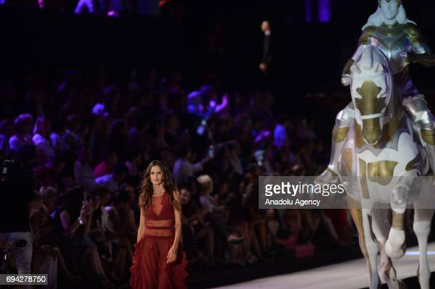 Brazilian pregnant top model Izabel Goulart walks the runway during the Dosso Dossi Fashion Show in Antalya, Turkey on June 09, 2017.