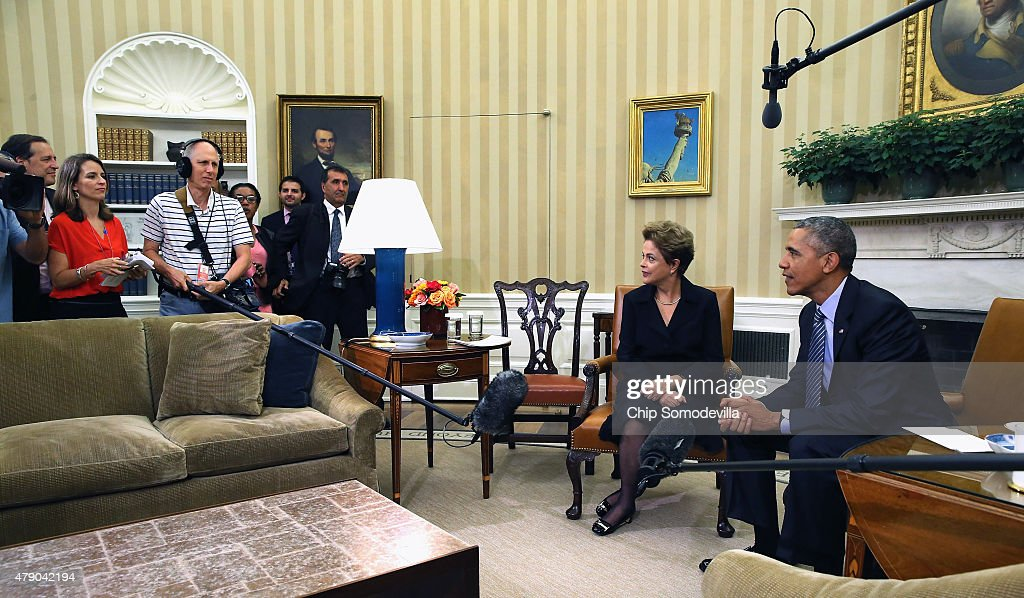 Brazilian President Dilma Rousseff (2R) and U.S. President Barack Obama pose for photographs in the Oval Office at the White House June 30, 2015 in Washington, DC. Rousseff and Obama held meetings and a joint press conference almost two years after Rousseff accepted but then skipped an invitation to the White House due to revelations from former NSA contractor Edward Snowden that the U.S. had spied on Rousseff and other Brazilians.