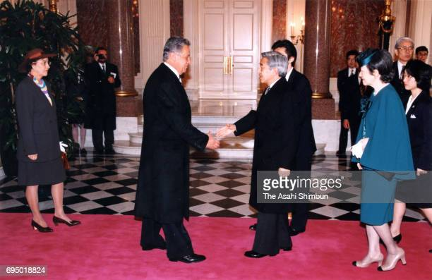 Brazilian President Fernando Henrique Cardoso and his wife Ruth Cardoso are welcomed by Emperor Akihito and Empress Michiko prior to their welcome...