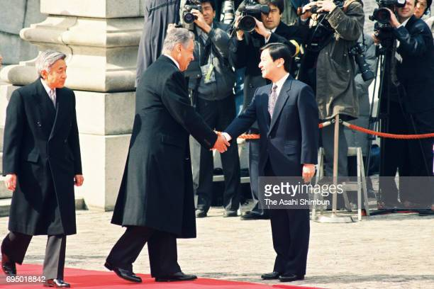 Brazilian President Fernando Henrique Cardoso is introduced Crown Prince Naruhito by Emperor Akihito during the welcome ceremony at the Akasaka State...