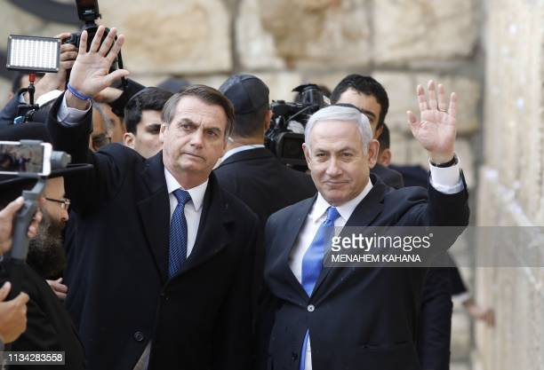 TOPSHOT Brazilian President Jair Bolsonaro and Israeli Prime Minister Benjamin Netanyahu wave to the press during a visit to the Western wall the...