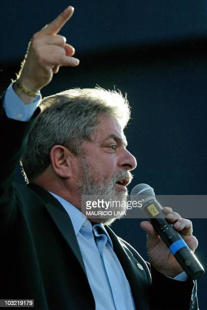 Brazilian president Luiz Inacio Lula da Silva gives a speech to thousands of antiglobalization activists at the III World Social Forum 24 January...