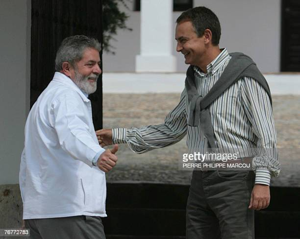 Brazilian President Luiz Inacio Lula da Silva gives a thumbs up as he chats with Spanish Prime Minister Jose luis Rodriguez Zapatero at the Quintos...