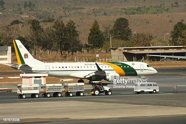 CONTENT] Brazilian presidential airplane taxiing in Brasília International Airport Avião presidencial brasileiro A319