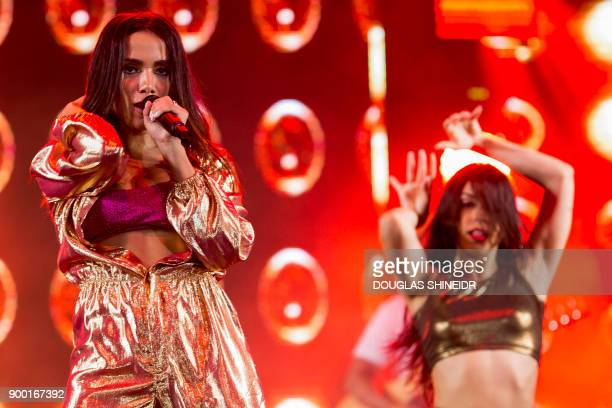 Brazilian singer Anitta performs during the New Year's Eve Concert at Copacabana beach in Rio de Janeiro on January 1 2018 / AFP PHOTO / DOUGLAS...