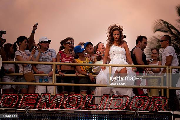 Brazilian singer Ivete Sangalo during her presentation with the Cerveja and Cia music truck at the BarraOndina track of Salvador's carnival on...