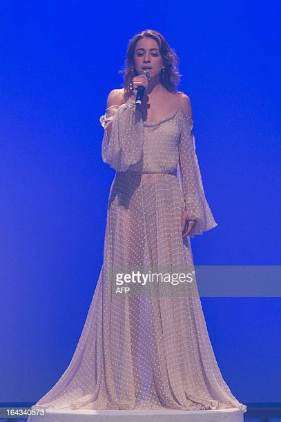 Brazilian singer Roberta Sa sings during the presentation of Brazilian designer Helo Rocha in the 2013 Summer collections of the Sao Paulo Fashion...