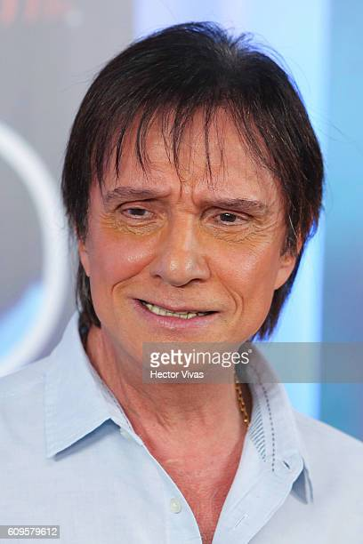 Brazilian singer Roberto Carlos poses during a press conference at Hyatt Regency Polanco Hotel on September 21 2016 in Mexico City Mexico