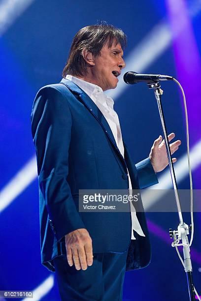 Brazilian singersongwriter Roberto Carlos performs onstage at Arena Ciudad de Mexico on September 24 2016 in Mexico City Mexico