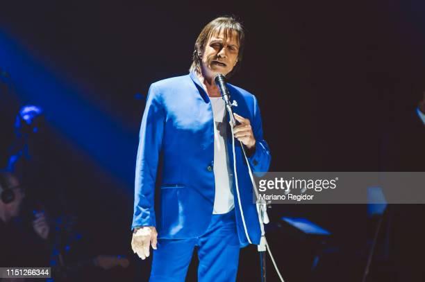 Brazilian singersongwriter Roberto Carlos performs onstage on May 23 2019 in Madrid Spain