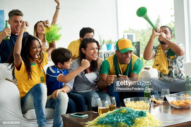 brazilian soccer fans watching televised match together - world cup - fotografias e filmes do acervo
