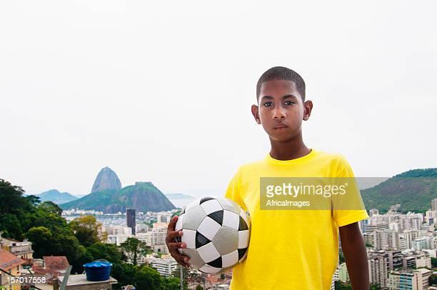 Crianças de futebol brasileiro