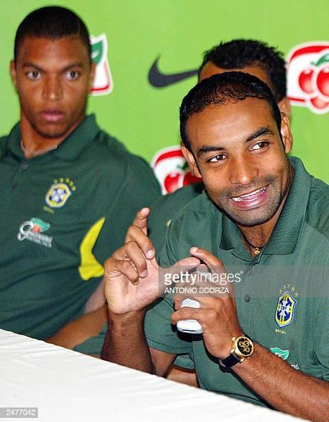 Brazilian soccer midfielder Emerson da Rosa of the Italian team Roma is observed by the goalkeeper Nelson da Silva Dida of the Milan 09 September...