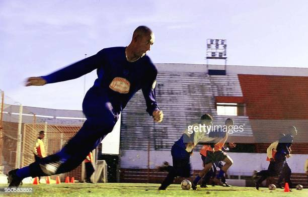 Brazilian soccer player Luizao prepares to kick the ball together with his teammates 22 June 2001 during a practice in Cordoba Argentina El jugador...