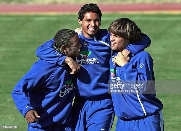 Brazilian soccer players Vagner Love Alexandro Souza know as Dudu of the Japanese team Kashiwa and Diego da Cunha joke 10 July 2004 during a training...