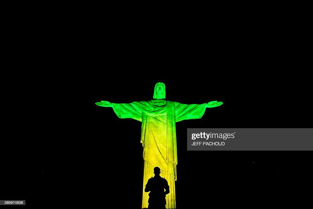 A Brazilian soldier stands guard in front of the Christ the Redeemer statue on Corcovado mountain ahead of the Rio 2016 Olympic Games in Rio de Janeiro on August 4, 2016. / AFP / JEFF