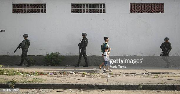 Brazilian soldiers patrol in the Complexo da Mare 'favela' complex one of the largest 'favela' complexes in Rio on March 2 2015 in Rio de Janeiro...