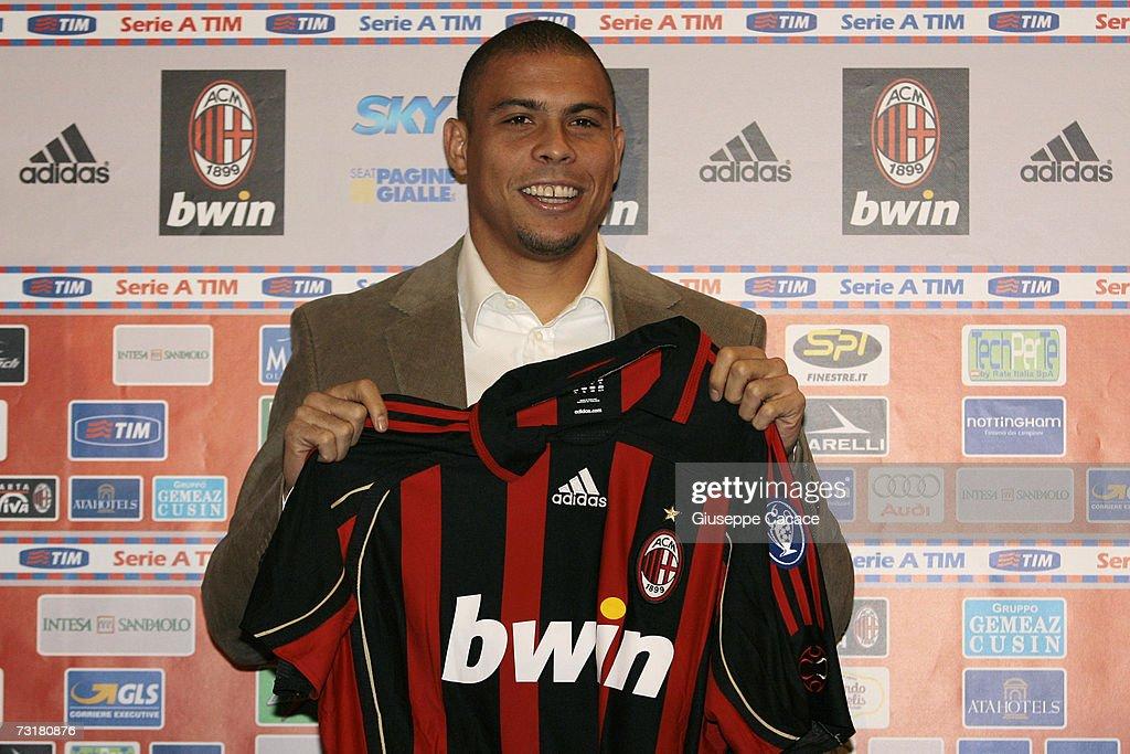 AC Milan Sign Ronaldo : News Photo