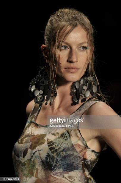 Brazilian supermodel Gisele Bundchen presents an outfit by Colcci during the 20102011 SpringSummer collection of the Sao Paulo Fashion Week in Sao...