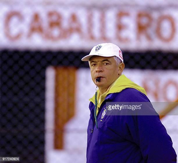Brazilian Under20 head coach Carlos Cesar 19 June 2001 during practice in Cordoba Argentina El tecnico del seleccionado brasileno de futbol Sub20...