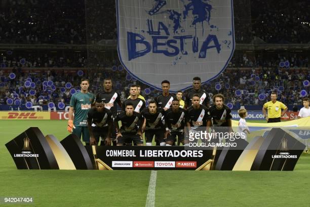 Brazilian Vasco da Gama team players pose before the start of their 2018 Copa Libertadores match against Brazil's Cruzeiro held at Mineirao stadium...