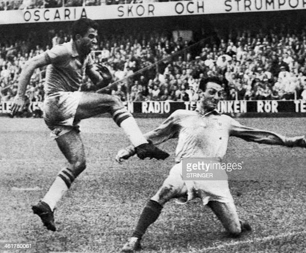 Brazilian Vava scores a goal in front of French Jean Vincent on June 24 1958 during the semifinal World Cup at the Rasunda Stadium of Solna in...