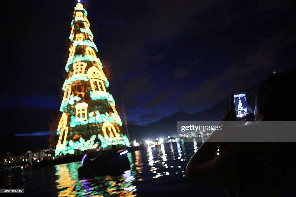 Brazilians Take Pictures While Riding On A Boat To View The Worldu0027s Largest Floating  Christmas Tree