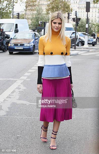 Brazillian blogger Lala Rudge attends the Lanvin show as part of the Paris Fashion Week Womenswear Spring/Summer 2017 on September 28 2016 in Paris...