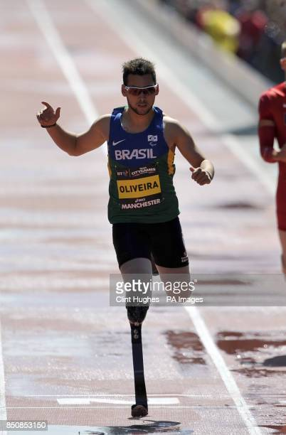Brazil's Alan Oliveira celebrates after he wins the men's IPC 200m T43/44 during the BT Great City Games in Manchester