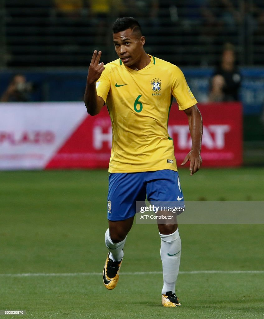 Brazil's Alex Sandro gestures during a 2018 football World Cup qualifier match against Chile in Sao Paulo, Brazil, on October 10, 2017. / AFP PHOTO / Miguel SCHINCARIOL