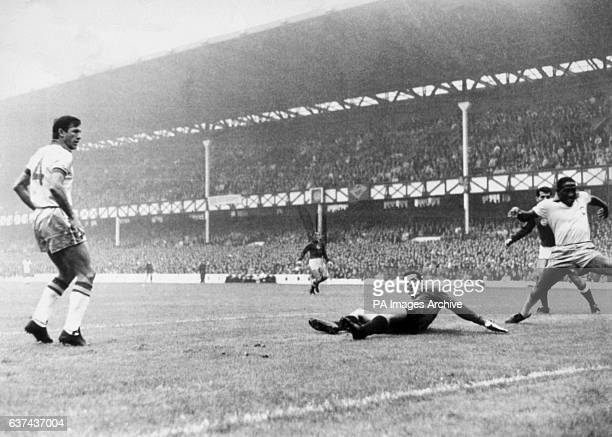 Brazil's Bellini goalkeeper Gilmar and Djalma Santos are beaten for the opening goal