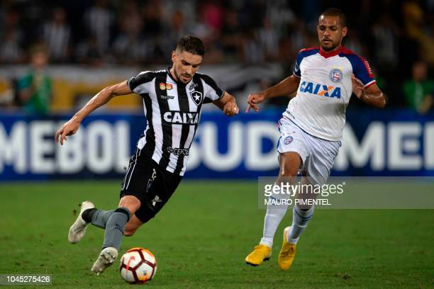 Brazil's Botafogo player Rodrigo Pimpao fights for the ball with Brazil's Bahia player Elber during the Copa Sudamericana 2018 football match between...