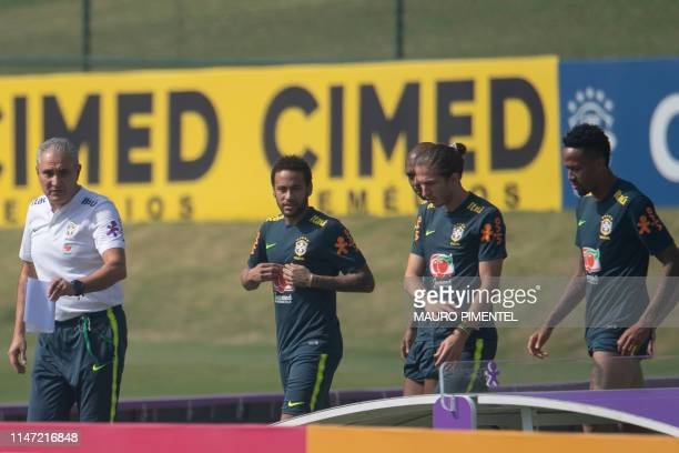 Brazil's coach Tite amd footballers Neymar Filipe Luis and Fernandinho are pictured during a training session of the national team at the Granja...